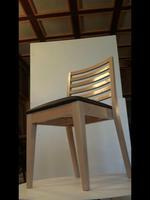Красив качествен дървен стол