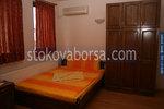 дървена спалня от масив с гардероб от масив